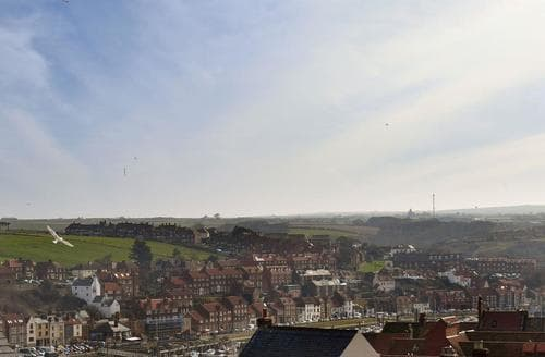 Last Minute Cottages - Cosy Whitby Apartment S94936