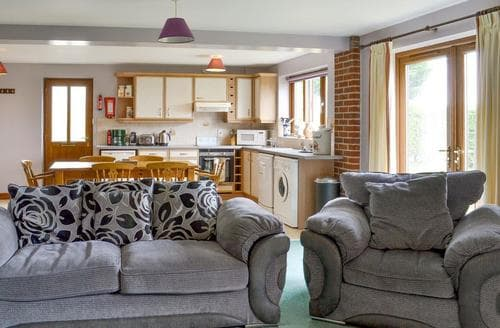 Last Minute Cottages - Tasteful Lincoln Lodge S87931