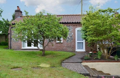 Last Minute Cottages - Adorable Thetford Lodge S81382