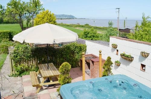 Last Minute Cottages - Charming Watchet Apartment S81347