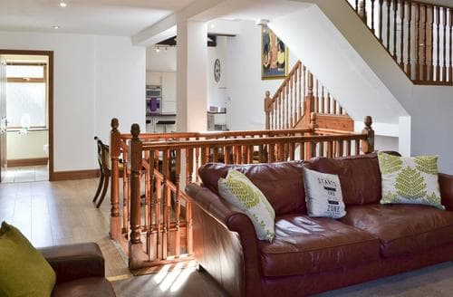 Last Minute Cottages - Wonderful Haworth Cottage S81817