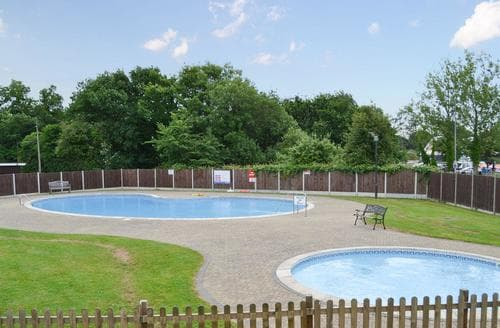 Last Minute Cottages - Beautiful Happisburgh Lodge S83994