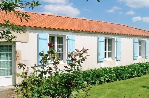 Last Minute Cottages - Lovely La Tranche Sur Mer Cottage S119427