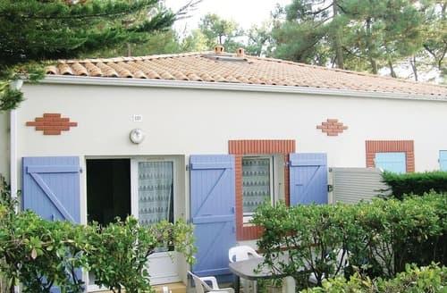 Last Minute Cottages - Beautiful La Tranche Sur Mer Cottage S119436