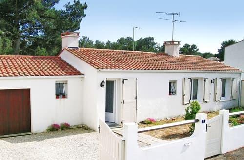 Last Minute Cottages - Beautiful La Tranche Sur Mer Cottage S119434