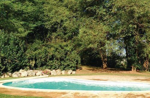 Last Minute Cottages - Villa Moderne