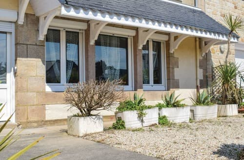 Last Minute Cottages - L'Appartement de la Plage