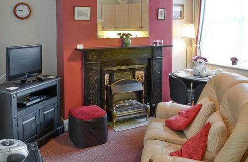 Last Minute Cottages - Lovely Cromer Apartment S92402