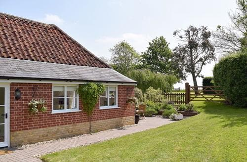 Last Minute Cottages - Captivating Stowmarket Lodge S49917