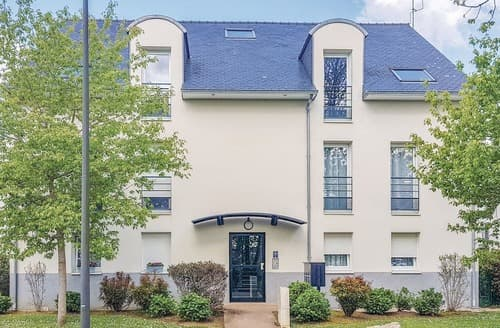 Last Minute Cottages - Appartement de Soleil