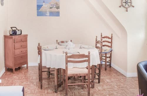 Last Minute Cottages - L'Appartement Douillet