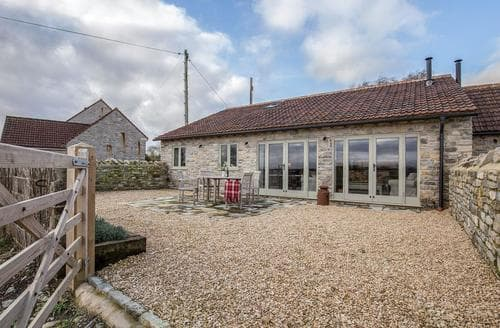 Last Minute Cottages - Square Barn