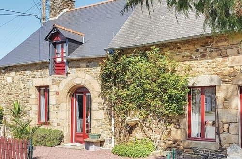 Last Minute Cottages - Petit Chalet
