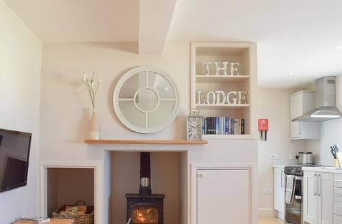 Last Minute Cottages - Adorable Evesham Lodge S93777