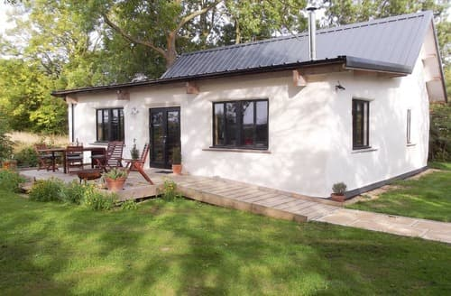 Last Minute Cottages - Straw Bale Cottage
