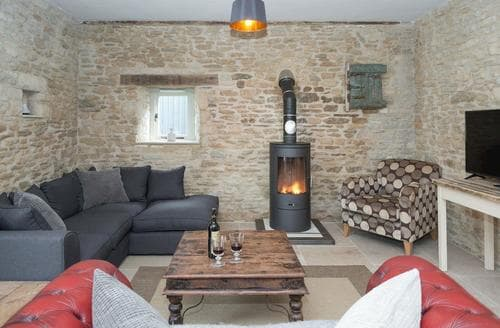 Last Minute Cottages - The Middle Barn - UKC3043