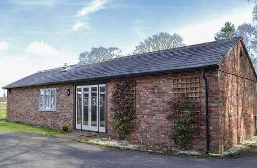 Last Minute Cottages - Lovely Macclesfield Cottage S96790