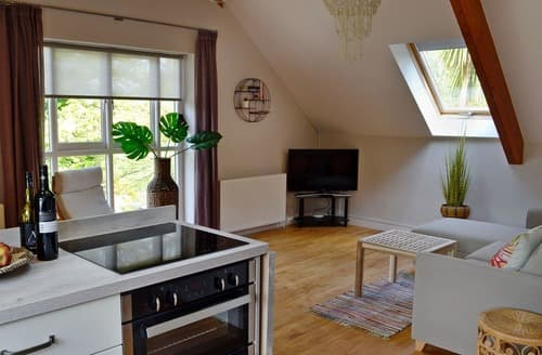 Last Minute Cottages - Exquisite Bridport Apartment S98775