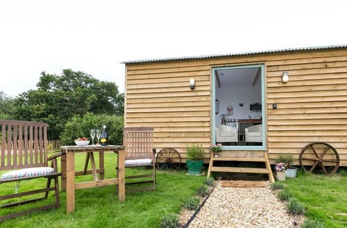 Last Minute Cottages - Excellent Wootton Bridge Lodge S132652