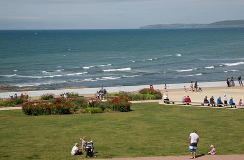 Last Minute Cottages - Inviting Westward Ho! Apartment S132588