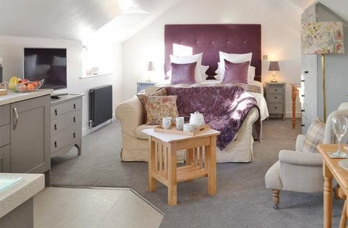 Last Minute Cottages - Delightful Chichester Apartment S94034