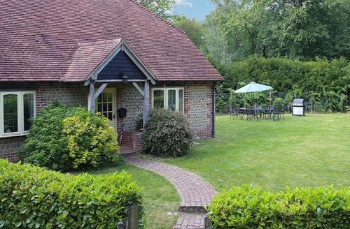 Last Minute Cottages - Yaffle Cottage