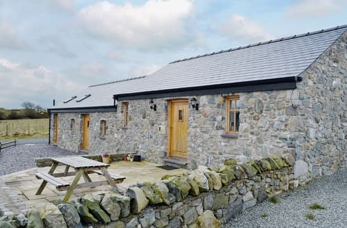 Last Minute Cottages - The Top Barn