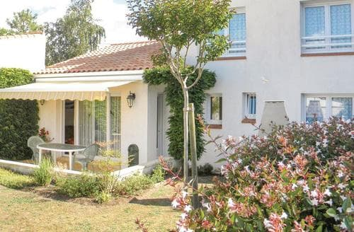 Last Minute Cottages - Maison de la Plage