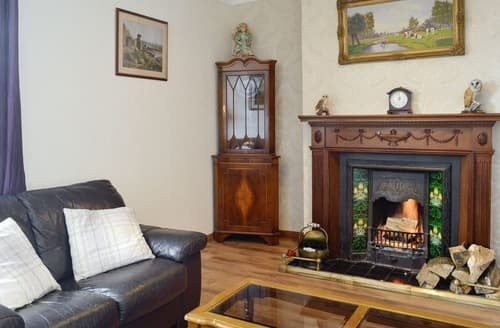 Last Minute Cottages - Lovely Uplawmoor Cottage S134073