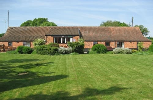 Last Minute Cottages - WENSUM BARN -30953