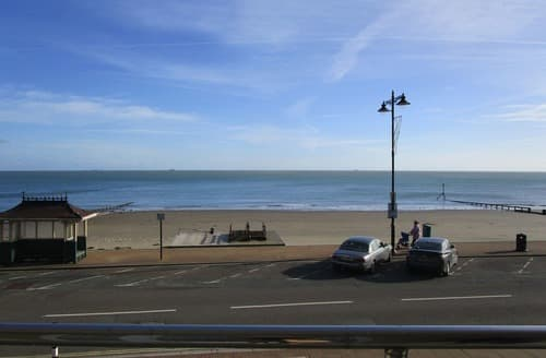 Last Minute Cottages - Exquisite Shanklin Apartment S132592