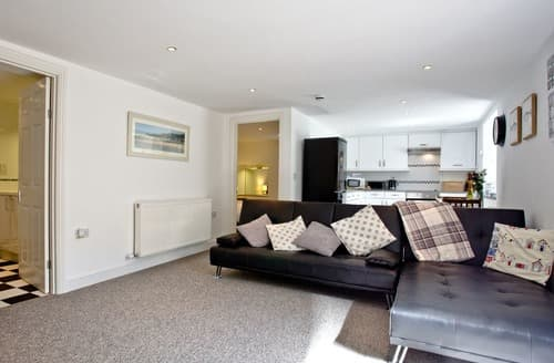 Last Minute Cottages - Charming Torquay Apartment S132695