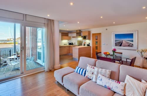 Last Minute Cottages - Captivating Cowes Apartment S132797