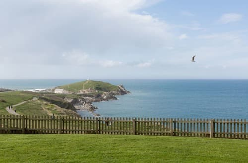 Last Minute Cottages - Beautiful Newquay Apartment S132773