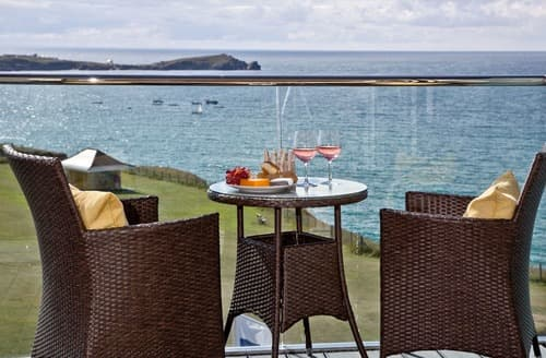 Last Minute Cottages - Delightful Newquay Apartment S132866