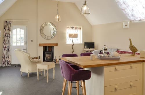 Last Minute Cottages - The Coach House - UK10337