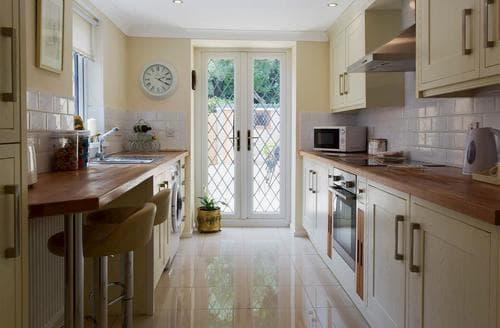 Last Minute Cottages - Luxury Llanelli Cottage S84040