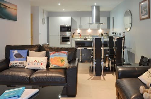 Last Minute Cottages - North Bay Sands Apartment 2- UK2630