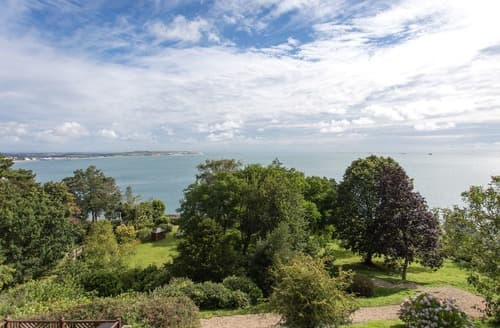 Last Minute Cottages - Quaint Shanklin Apartment S133165