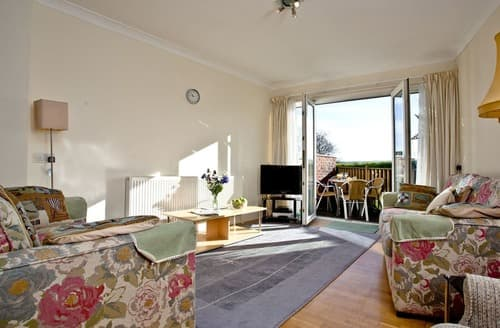 Last Minute Cottages - 1 Roundham Heights
