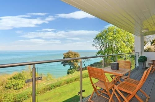 Last Minute Cottages - Charming Shanklin Apartment S133178