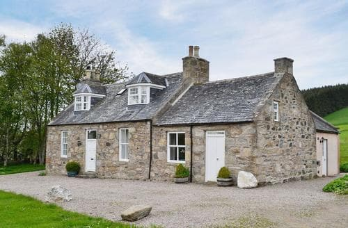 Last Minute Cottages - Beautiful Huntly Lodge S22932