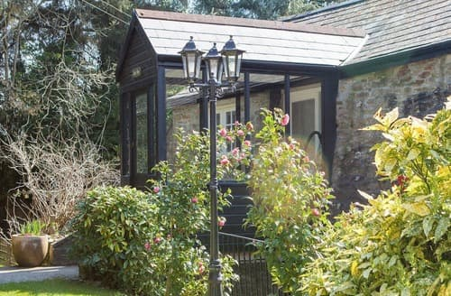 Last Minute Cottages - Oak Tree UK10594