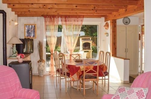 Last Minute Cottages - Le Cottage Coloré