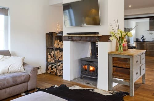 Last Minute Cottages - The Farmhouse at Lower Barn Farm