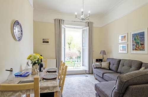 Last Minute Cottages - Beautiful Ryde Apartment S132595