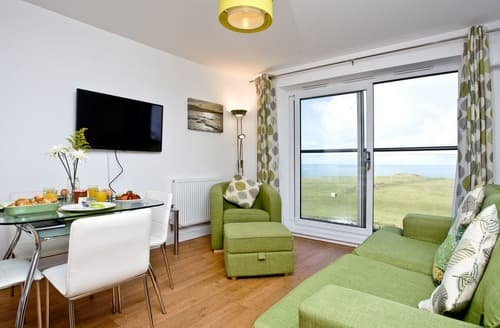 Last Minute Cottages - Stunning Newquay Apartment S132601