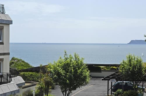Last Minute Cottages - Tasteful Torquay Apartment S132594