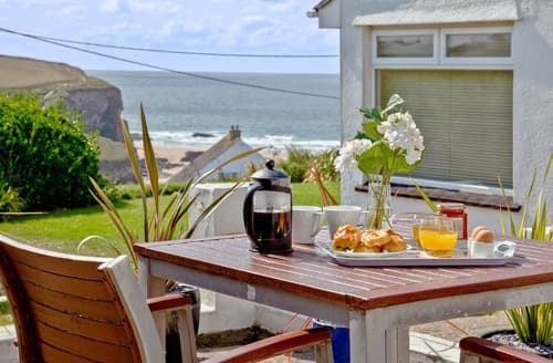 Last Minute Cottages - Delightful Mawgan Porth Cottage S132622