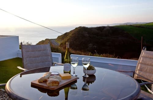 Last Minute Cottages - Tasteful Whitsand Bay Cottage S132627